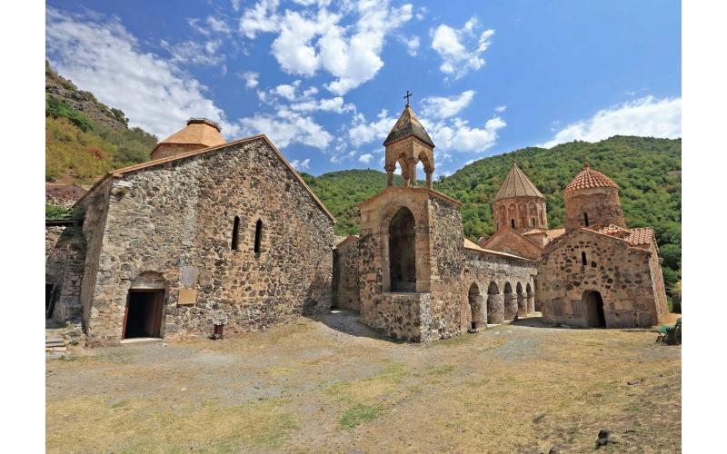 Kəlbəcərdəki Xudavəng monastırı ilə bağlı bütün izlər bu abidənin ermənilərə aid olmadığını göstərir