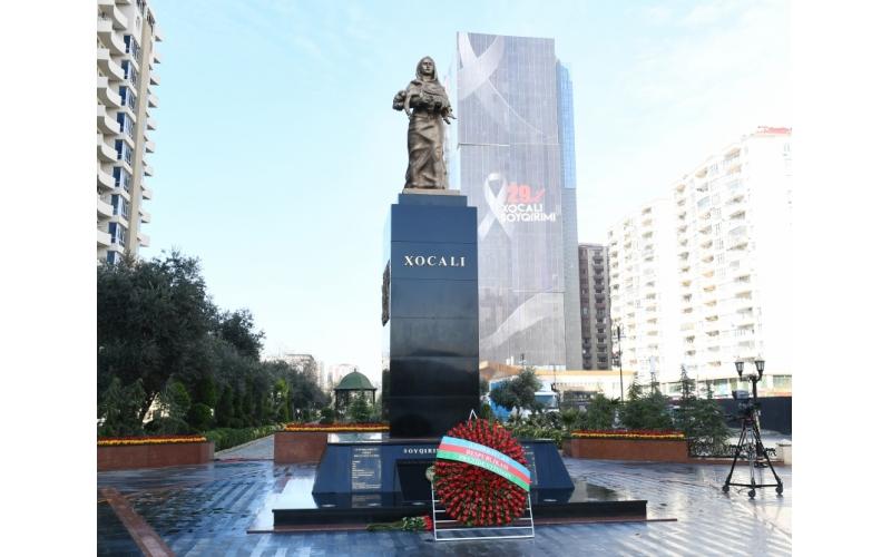 Prezident İlham Əliyev Xocalı soyqırımı abidəsini ziyarət edib