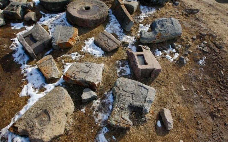 Reza Deqati erməni vandalları tərəfindən talan edilmiş Kəlbəcər Muzeyindən fotolarını paylaşıb