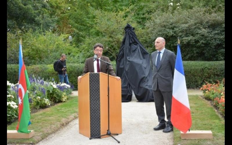 Fransada Məhsəti Gəncəvinin heykəli ucaldılıb