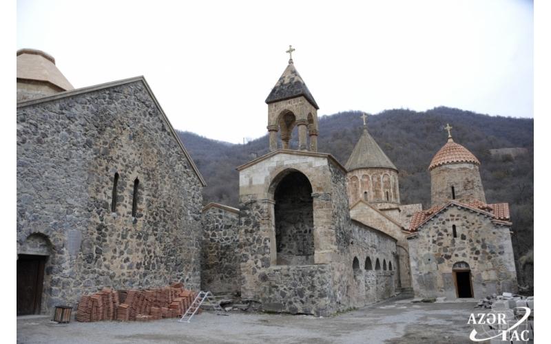 Daşlarda elə informasiyalar var ki, onları silmək mümkün deyil - Xudavəng monastır kompleksi