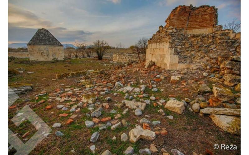 Reza Deqati Ağdamdakı erməni vandallığından yazıb