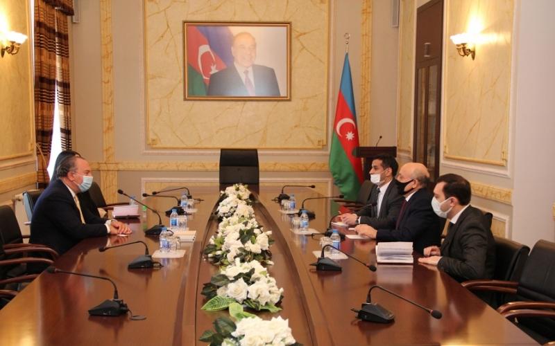 Mark Şnayer: Azərbaycan etnik müxtəlifliyə və multikultural mühitinə görə nümunəvi ölkədir