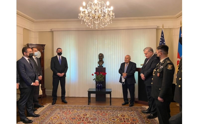 Vaşinqtonda ümummilli lider Heydər Əliyevin anadan olmasının 98-ci ildönümü anılıb