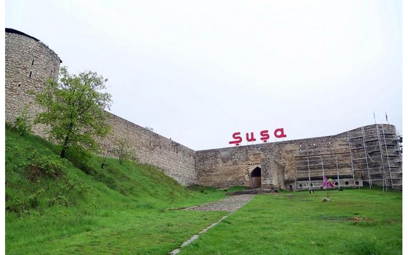 Xarici diplomatlar Şuşada Pənahəli xanın sarayı, Mehmandarovların malikanə kompleksi və Qazançı kilsəsində olublar