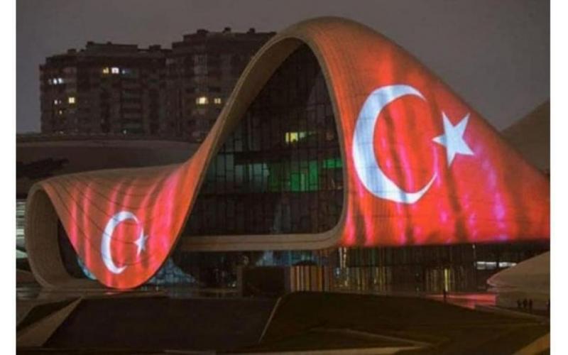 Heydər Əliyev Mərkəzində Türkiyə bayrağı videoproyeksiya olundu
