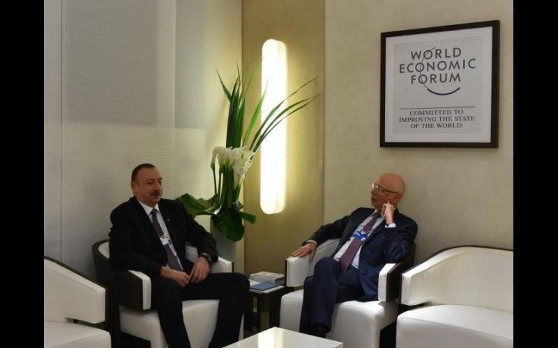 Prezident İlham Əliyevə Davos fəxri üzvlər klubunun nişanı təqdim olundu