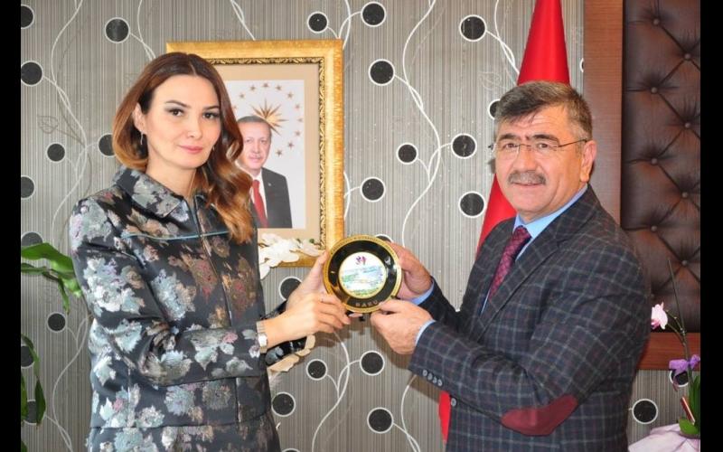 Qənirə Paşayeva Türkiyənin daha bir şəhərində dəstək aldı: